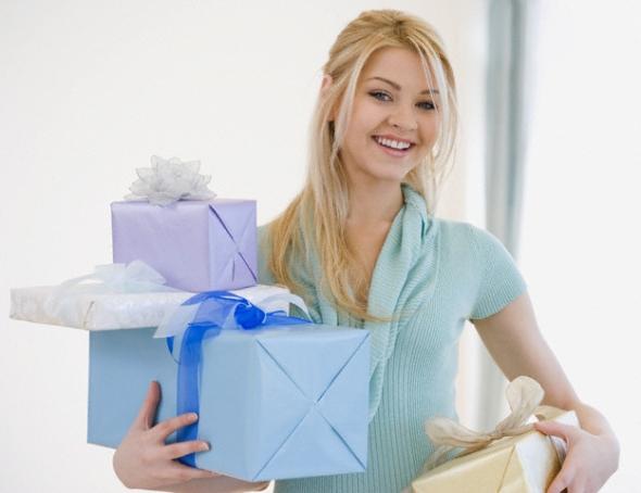 Поздравить сестру нужно оригинально и приятно. Что подарить?