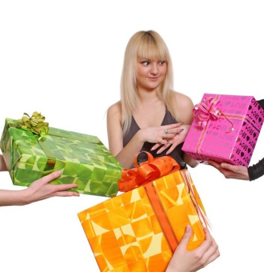 Лучшие идеи для подарков девушкам от 21 до 24 лет. Выбираем идеальное поздравление!