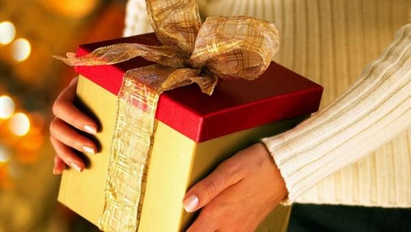 Что подарить любимой девушке на 17 лет — советы и идеи