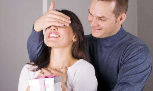 Любимой девушке 25 лет. Что подарить ей в этот важный день?