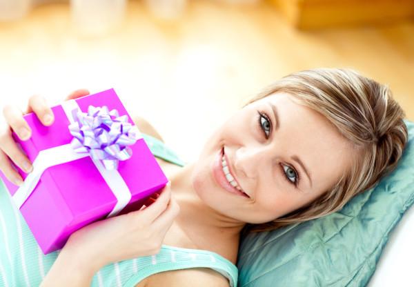 Определяемся с подарком любимой девушке – список беспроигрышных вариантов