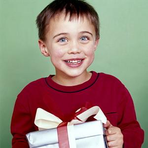Выбираем безупречный презент для ребенка на семилетие. Что порадует именинника больше всего?