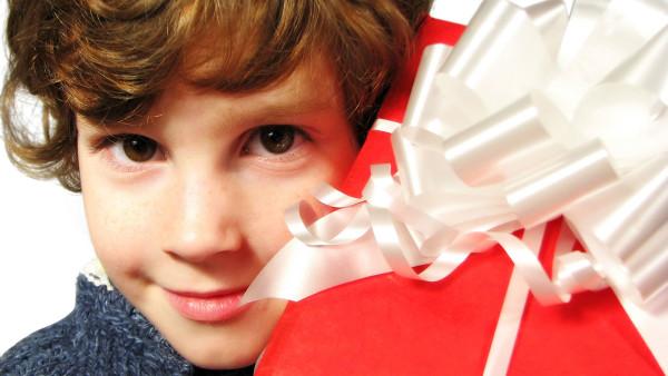 Выбор подарка имениннику на 8 лет – ищем самый лучший сюрприз!