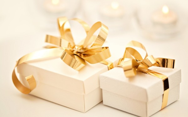 Что подарить родителям: выбираем подарки на все случаи жизни