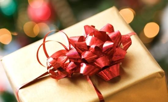 красиво упакованный подарок