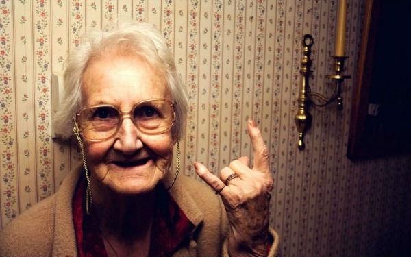 Что подарить женщине на 75 лет? Рекомендации и советы