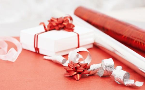 Полгода отношений, что подарить любимой в этот праздник?