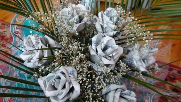 Денежный букет в виде роз