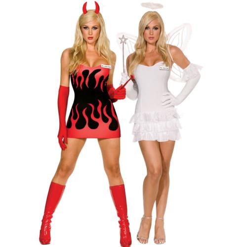 Девушки в костюмах ангела и демона