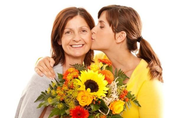 Как сделать маме подарок – что дарить и каким образом?