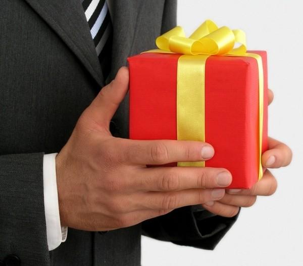 Подарки коллегам: при увольнении, выходе на пенсию, декрет