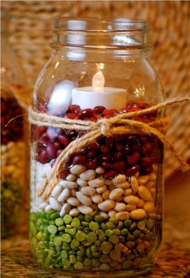 свеча в подсвечнике с зернами