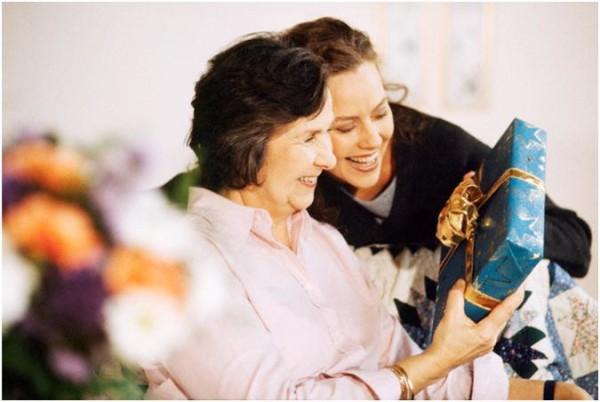 Подарок маме своими руками – творческие варианты