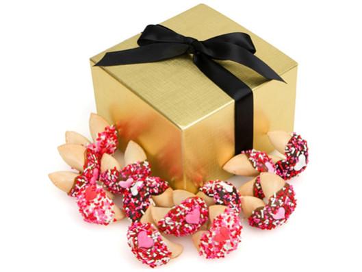 печенье с предсказаниями в красивой подарочной коробочке