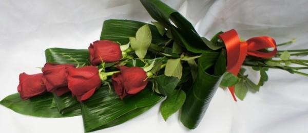 Пять красных роз