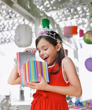 Имениннице восемь лет. Выбираем удачный вариант для подарка на праздник!