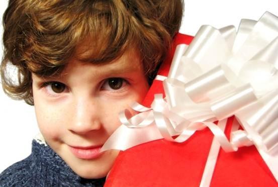 У мальчика первый взрослый юбилей. Чем порадовать ребенка на 10-летие?