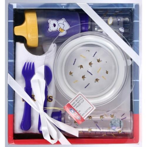 набор из разных нужных для малыша предметов