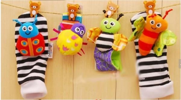 подвесные носочки с разноцветными игрушками