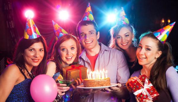 Самый важный день рождения – 18 лет. Что подарить любимой подруге?