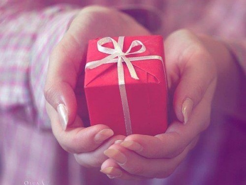 Подруге исполняется 19 лет – какой подарок ее обрадует в праздник?