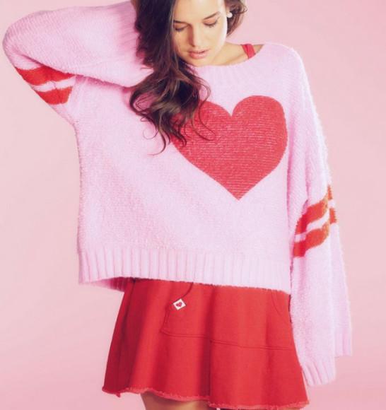 свитер с сердечком