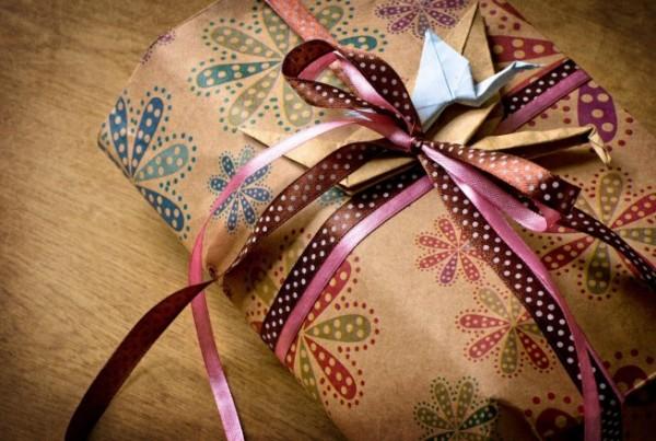 Выбираем подруге подарок – лучшие идеи после тридцати лет