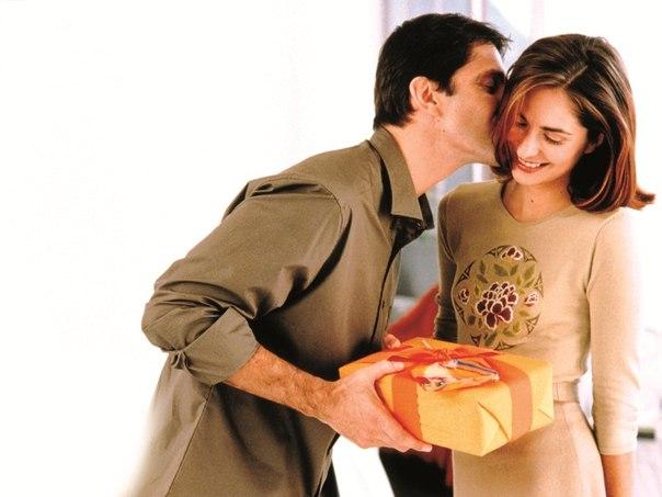 Поздравляем оригинально: необычные идеи подарков любимой жене!