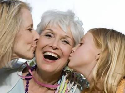 Лучший презент для дорогой бабушки. Учимся поздравлять близких со вкусом!