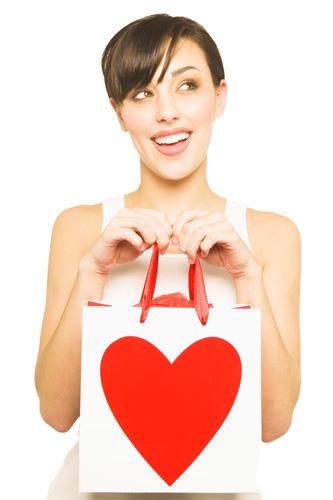 Поздравлять женщину – приятно  и легко. Выбираем правильные женские подарки!