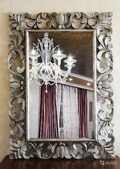настенное зеркало в оригинальной раме