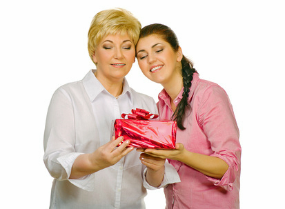 Дорогой мамочке 45 – что выбрать в подарок имениннице?