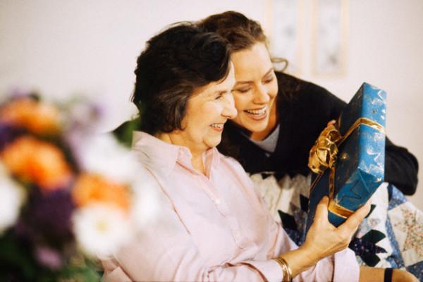 Большой юбилей – маме исполняется 60 лет. Какой подарок ее приятно удивит?