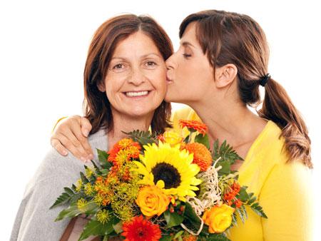 Выбираем сюрприз для мамы на 55 лет. Лучшие идеи подарков!