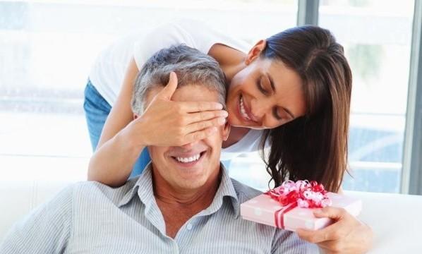 Супругу 35 лет. Выбираем самый лучший подарок любимому!