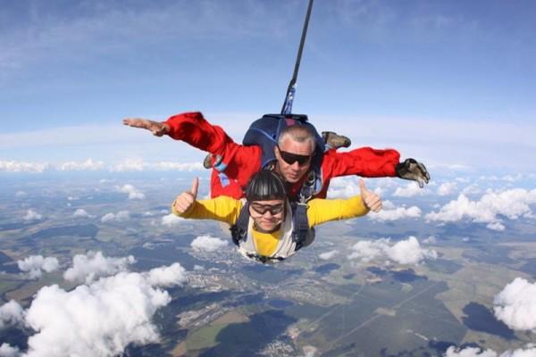 прыжком с парашютом