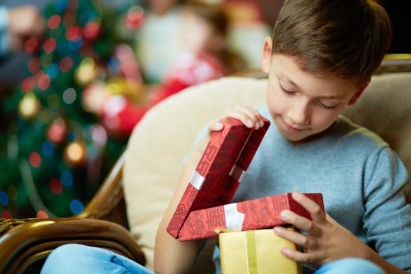 Что дарят мальчикам на день рождения в зависимости от возраста