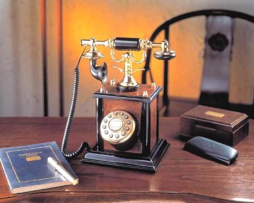 телефонный аппарат в стиле ретро