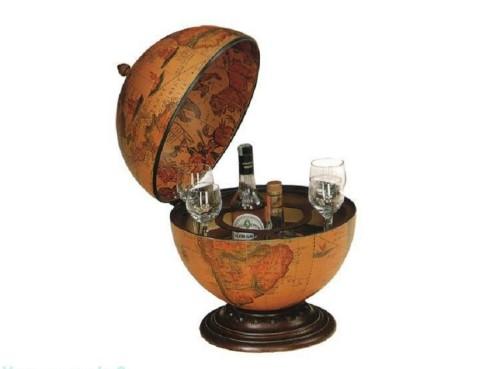 прозрачный глобус с напитком внутри