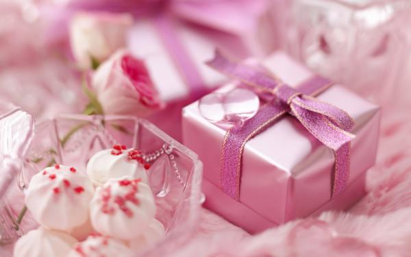 Праздник у семейной пары – что дарить, чем удивить, что порадует?