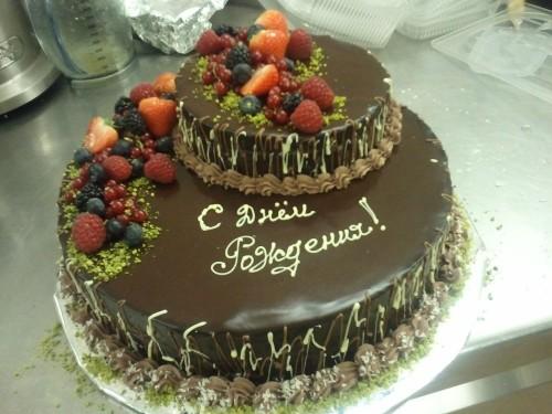Торт с надписью с днем рождения