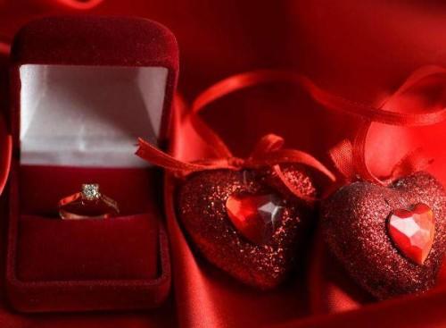 Лучшие идеи подарков на рубиновую свадьбу. Выбор есть!