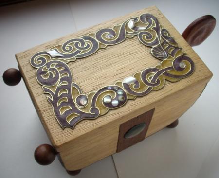 шкатулка из благородной древесины
