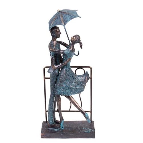статуэтка с изображением двух влюбленных
