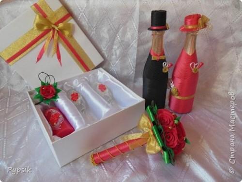 бутылка шампанского и два бокала