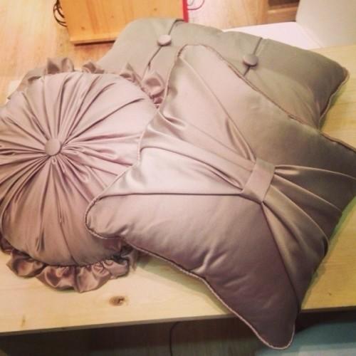 атласные декоративные подушки