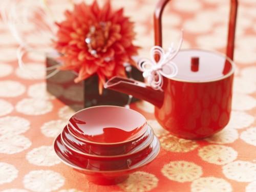 Посуда красного цвета