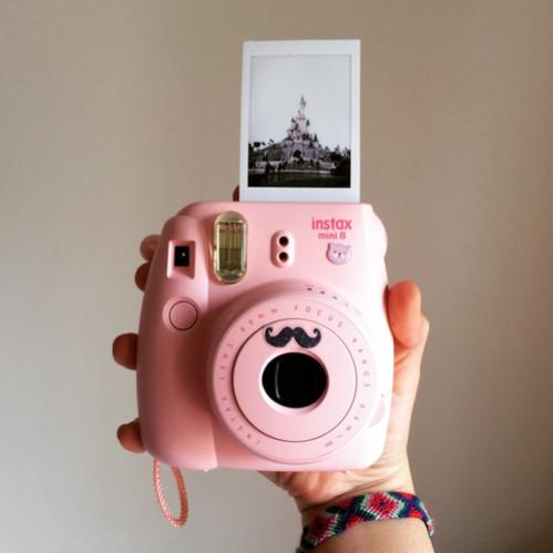фотоаппарат с мгновенными снимками