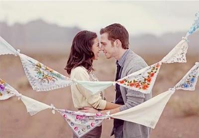 Первая годовщина свадьбы – что дарить супругам или второй половинке?