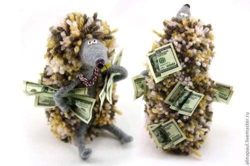 Мягкая игрушка с деньгами
